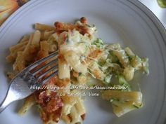 pasticcio di pasta al gratin con scamorza e zucchine Dory, Pasta Recipes, Broccoli, Chicken, Cooking, Andiamo, Crepes, Per Diem, Smoked Cheese