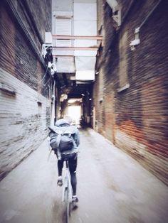 The mess life Urban Cycling, Urban Bike, The Long Dark, Bike Messenger, Bike Pic, Bike Photography, Fixed Gear Bike, Bike Style, Beautiful Dream
