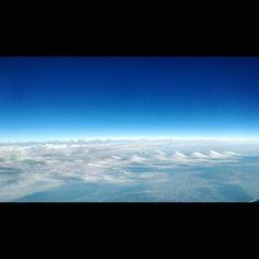 波の様な雲 from airplane #sky #fromairplane #clouds #blueandwhite #qx100 #空 #飛行機からの景色 #空と雲
