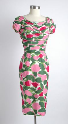 bold color flowered silky crepe cocktail dress with a ruched bodice and sleeves, reminiscent of Ceil Chapman. Vintage Fashion 1950s, Vintage Couture, Mode Vintage, Retro Fashion, Latest Fashion, Retro Vintage, Fashion Trends, 50s Dresses, Pretty Dresses