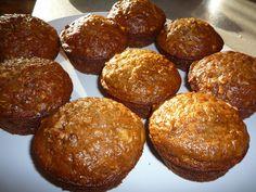 Smíchám sypkou směs a do ní přidám nastrouhaná jablka. Metličkou zamíchám tekutou směs. Pak přimíchám sypkou směs a vše spojím dohromady. Peču ve... Desert Recipes, Cupcakes, Breakfast, Ethnic Recipes, Food, Morning Coffee, Cupcake Cakes, Essen, Dessert Recipes