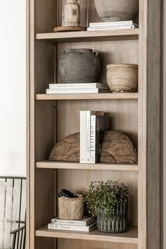 Table Lamps For Bedroom, Bedroom Decor, Design Bedroom, Bookshelves In Living Room, Bookcases, Living Rooms, Bookcase Styling, Bookshelf Design, Interior Design Minimalist