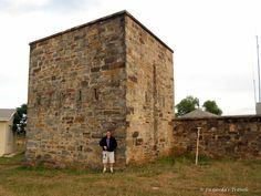 Die fort is in 1838 voltooi en het bestaan uit 'n aantal barakke met ruimte vir die ruiters en hul perde binne 'n hoë ringmuur. In een hoek was 'n 4 m hoë vierkantige toring met sye van ongeveer 3½ m. 'n Kliptrap lei na die vertrek met die skietgate, onder was die magasyn en bo plek vir die swaaikanon.