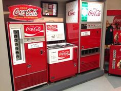 昔は、コカコーラのビンを引っこ抜く方式の自動販売機だっ... Coca Cola, Pepsi, Coke, Bordeaux Wine, Good Old, Childhood Memories, Liquor, Nostalgia, Sodas
