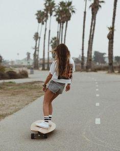 Skateboard Photos, Skate Photos, Skateboard Girl, Beach Aesthetic, Summer Aesthetic, Aesthetic Grunge, Adidas Shoes Outfit, Converse Outfits, Spitfire Skate