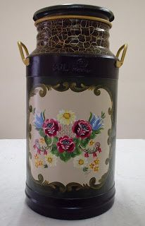 Bom dia fiorellini, tudo bem com vocês ??  aqui tudo maravilhosamente bem, ontem sai com a família, e descobrimos um restaurante de carne m... Painted Milk Cans, Decoupage Jars, Old Milk Cans, Milk Churn, Aluminum Cans, Pots, Craft Accessories, Milk Jug, Tole Painting