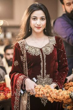 Wedding makeup for brunettes pale make up Ideas for 2019 - Wedding Makeup Dramatic Velvet Pakistani Dress, Pakistani Formal Dresses, Pakistani Dress Design, Indian Dresses, Indian Outfits, Stylish Dresses For Girls, Wedding Dresses For Girls, Party Wear Dresses, Pakistani Fashion Party Wear