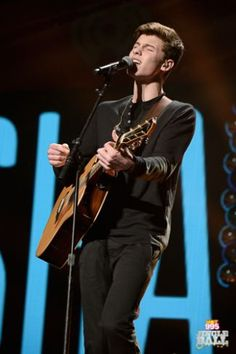 Shawn Mendes onstage during HOT 99.5's Jingle Ball 2014 at VERIZON CENTER on December 15, 2014 in Washington, DC. (Photo: Getty Images for iHeartRadio)