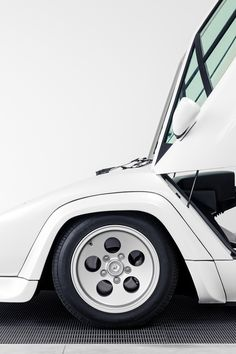 automotivated:  Lamborghini Countach in White (by j.hietter)