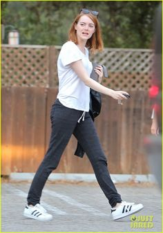 emma stone can do anything woody allen 04 Emma Stone keeps it super casual as she does some solo retail therapy on Thursday afternoon (Juyl 23) in Los Angeles.     The 26-year-old Aloha actress was recently…