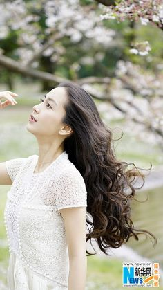 Actress Angelababy http://www.chinaentertainmentnews.com/2016/04/angelababy-releases-new-fashion-photos_29.html