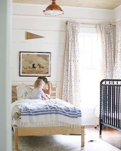 Must-Know Tips To Have The Better-Looking Small Bedroom Decor - Kinderzimmer Small Room Bedroom, Small Rooms, Bedroom Wall, Kids Bedroom, Bedroom Decor, Bedroom Lighting, Bedroom Ideas, Bedroom Lamps, Wall Lamps