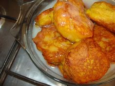 Use hot oil to deepfry the pumpkin fritters (they absorb less oil this way) Drain on paper towel Pumpkin fritters drenched in caramel. Lemon Dessert Recipes, Baking Recipes, Pumpkin Fritters, South African Recipes, Healthy Vegetables, Veggies, Cooking For Two, Fall Recipes, Pumpkin Recipes
