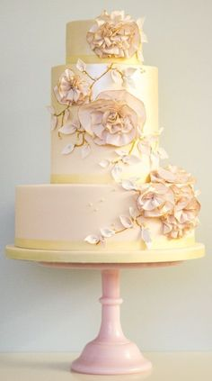 Floral-inspired cake | designer Rosalind Miller