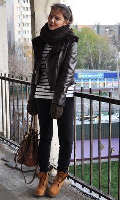 Lorena va a comenzar a trabajar como dependienta en una tienda de moda de su ciudad y debe llevar uniforme negro -pantalón y camisa- que ella misma deberá encargarse de comprar. Su duda viene con el calzado, pues debe ser formal y de color negro, además de cerrado y sin tacón, por lo que se […]