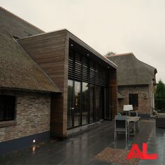 Renovation of a residential farm in Zwolle. Window party with overlapping slats. Architecture Antique, Contemporary Architecture, Architecture Details, Interior Architecture, Building Design, Building A House, Thatched House, House Extensions, House Roof
