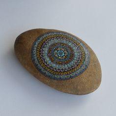 Pittura su Pietra di fiume Grande . Mandala . occhi Blu . Terra Celeste .  Armonia e serenità di merveilleuseboutique su Etsy