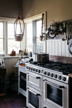 By Lean Timms. Kitchen Inspirations, Farm Style House, River Cottage, Kitchen Interior, Luxury Kitchens Mansions, Kitchen Nook, Cozy Kitchen, Kitchen Layout, Rustic Kitchen