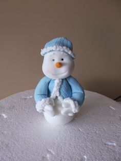 Kiwi Cakes: Tutorial Tuesday - Snowman figurine in fondant icing