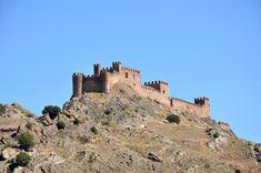 Los 66 castillos más bonitos de Castilla-La Mancha – Tourismaniac Monument Valley, Mount Rushmore, Medieval, Spanish, Walls, Travel, Towers, Monuments, Castles