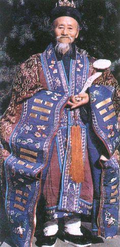 Costume d'un moine taoïste du Temple du Nuage blanc à Pékin