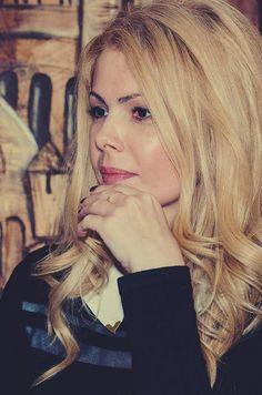 O fire deschisă, sociabilă şi cu o poftă de viaţă uriaşă, vorbim despre Nataşa Alina Culea. Scriitoare româncă, locuieşte în prezent în Sofia, Bulgaria şi este autoarea celor două romane Nataşa, bărbaţii şi psihanalistul şi Marat. Iubirea are spini.  http://goodread.ro/interviu-cu-natasa-alina-culea-lansare-de-carte/