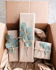 Simple Christmas Gift Wrapping Ideas with Kraft Paper – The Inspired Room – Diy Baby Gift Wrapping, Birthday Gift Wrapping, Creative Gift Wrapping, Gift Wrapping Supplies, Gift Wraping, Diy Baby Gift Wrap, Wedding Gift Wrapping, Cute Christmas Gifts, Personalized Christmas Gifts