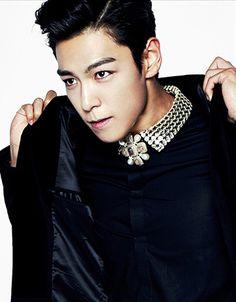 This is a picture of T.O.P from the Kpop boy band Big Bang. Daesung, T.o.p Bigbang, Kyungsoo, K Pop, Shinee, Sung Hyun, Big Bang Kpop, G Dragon Top, Top Choi Seung Hyun
