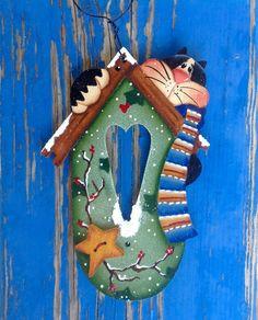 Casa de invierno Kitty adorno por CountryCharmers en Etsy