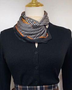 Ways To Tie Scarves, Ways To Wear A Scarf, How To Wear Scarves, Scarf Wearing Styles, Scarf Styles, Scarf Knots, Diy Scarf, Diy Fashion, Ideias Fashion