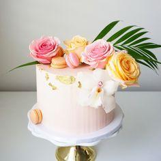 Tropic vibez in Toronto today.  #cake #birthdaycake #cakeoftheday #cakestagram #cakedesign #toronto #torontocakes #milton