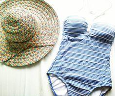 Goedemorgen!! Zonnige gedachten voor deze grijze maandag   Sunny thoughts for this grey monday #goodmorning #thinkhappythoughts #mondayblues #wishitwassummer #goedemorgen #maandag #whereisthesun #fashion #kleding #inspiration #outfitpost #beachwear #ootd  #vintage #swimsuit #fashionblogger #fblogger