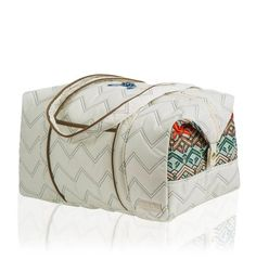 Check out this overnighter bag from Cinda B! It's perfect for an overnight stay or a jaunt to the gym. #pinksandgreens