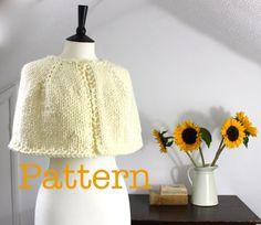 Knit Cape PATTERN - knitting pattern, knitted cape pattern, instant download, cape knit pattern, knit shawl pattern, capelet par RebeccasRoomKnitting sur Etsy https://www.etsy.com/ca-fr/listing/204199449/knit-cape-pattern-knitting-pattern