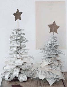 DIY: xmas decoration by kristine DIY: Christmas decoration by Kristine Noel Christmas, All Things Christmas, Christmas Ornaments, Origami Christmas, French Christmas, Christmas Paper, Christmas Projects, Holiday Crafts, Christmas Ideas