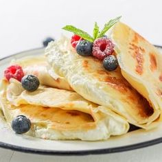Ser do naleśników w trzech pysznych wersjach. Breakfast Plate, Breakfast Recipes, Crepes And Waffles, Pancakes, Good Food, Yummy Food, Crepe Recipes, What To Cook, My Favorite Food