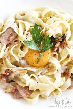 Fettuccine Carbonara - make minus the extra egg on top? Healthy Food, Yummy Food, Healthy Recipes, Sydney Food, Figs, Egg Recipes, Brie, Noodles, Spaghetti