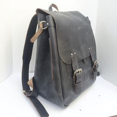 Crossbow Leather   Custom Orders available online https://www.crossbowleather.com/pages/contact #crossbowleather #handmade #handmadeleather #handmadebackpack #leather #madeinsantabarbara #madeinusa #swiggityswooty