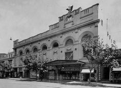 Located in the inner-city Sydney suburb of King's Cross, at the corner of Darlinghurst Road and Victoria Street at the intersection with Bayswater . Sydney City, Sydney Australia, Vintage Photographs, Historical Photos, Old Photos, Past, Street View, King, History