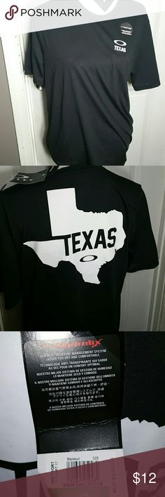 Oakley Texas tee Men's large Oakley tee. Texas screenprinted Oakley Shirts Tees - Short Sleeve