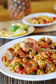 Paella with chicken, shrimp, and sausage by JuliasAlbum.com, via Flickr