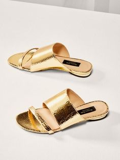 33 Summer Flat Sandals To Update You Wardrobe Now sandals shoes heeledmules slidesandals 649925789957224039 Mules Shoes Flat, Shoes Flats Sandals, Flat Sandals, Shoe Boots, Leather Sandals, Women's Shoes, Dance Shoes, Womens Summer Shoes, Everyday Shoes