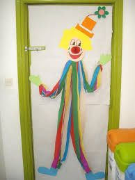 Nice decoration for carnival or party Clown Crafts, Circus Crafts, Carnival Crafts, Diy And Crafts, Crafts For Kids, Arts And Crafts, School Doors, Class Decoration, Circus Theme