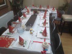 Kersttafel is gedekt iedereen eet smakelijk alvast
