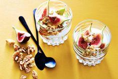 Kijk wat een lekker recept ik heb gevonden op Allerhande! Griekse yoghurt met walnoten en verse vijgen Fresh Figs, Panna Cotta, Deserts, Dessert Recipes, Sweets, Breakfast, Ethnic Recipes, Food, Sugar