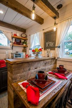 """Cozy Cabin """"Little Red Hen"""" 12 min to Magnolia - Tiny houses for Rent in Waco, Texas, United States"""