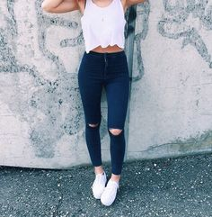 Highwaisted jeans. Cute outfit. Converse. Tank top. Fall fashion.