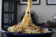 PASTA: Garlicky Tomato Basil Spaghetti