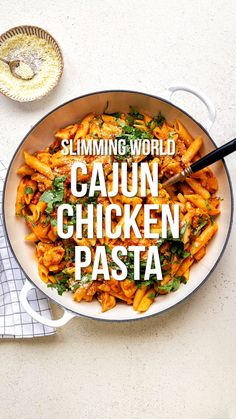 Recipes Snacks Videos This Cajun Chicken Pasta ticks ALL the boxes: quick, easy, delicious and Syn Free on Slimming World! A simple one-pot chicken pasta recipe that the whole family will love – on the table in 30 minutes Slimming World Cajun Chicken, Slimming World Pasta Bake, Slimming World Dinners, Slimming World Chicken Recipes, Actifry Recipes Slimming World, Slimming World Syns, Slimming Recipes, Baked Pasta Recipes, Chicken Pasta Recipes