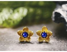 Material - high quality of sterling silver 925 with stamp. Color - gold plated and blue. All Things New, Flower Stud, Blue Flowers, Valentine Gifts, Retro Vintage, Studs, Christmas Gifts, Women Jewelry, England